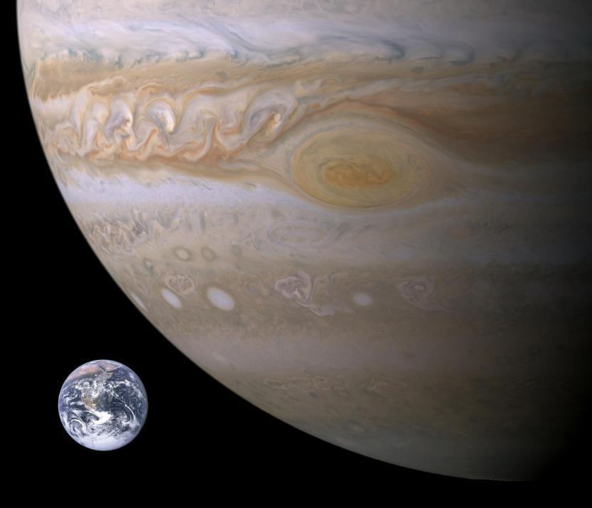 Aproximação da Terra e de Júpiter em tamanho, incluindo a Grande Mancha Vermelha.