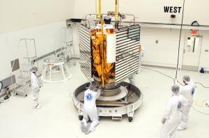A sonda MESSENGER sendo preparada para lançamento.