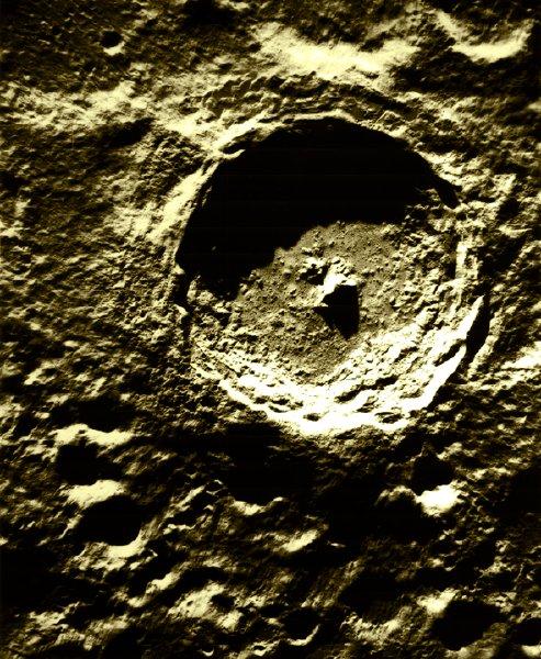 Tycho, uma cratera lunar originada por um meteorito do cinturão de asteroides.