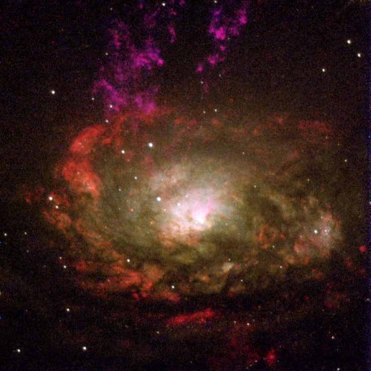 Foto da galáxia Seyfert Circinus, com dois anéis, um de diâmetro de 1300 anos-luz e outro de 260 anos-luz, obtida com o Telescópio Espacial Hubble.