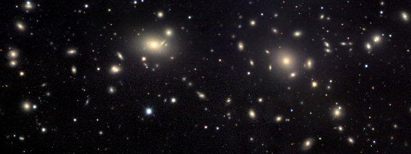 Aglomerado de Coma: quase todo objeto visto nesta foto é uma galáxia do aglomerado.